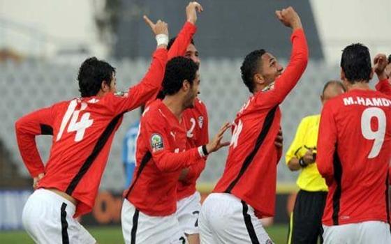 مصر اليوم - الشباب المصري يخطف النجوم السوداء بركلة جزاء في الوقت القاتل