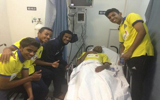 مصر اليوم - لاعب النصر السعودي ينجو من موت محقق بعدما بلع لسانه