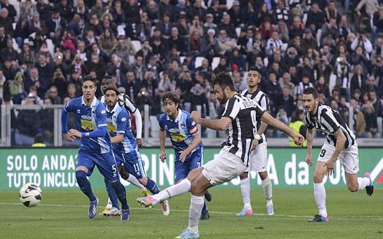 مصر اليوم - اليوفنتوس يهزم نابولي 2 - 1 ليتسع الفارق بينهما إلى 12 نقطة
