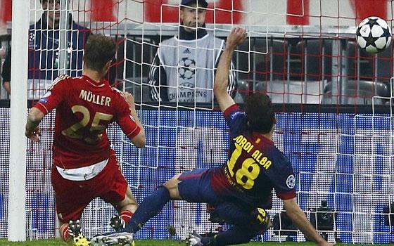 مصر اليوم - بايرن ميونخ يُلقن برشلونة درسًا ويتغلب عليه بأربعة أهداف نظيفة