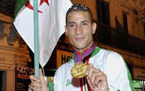 مصر اليوم - أولمبية الجزائر تمنح بطل سباق 1500م الوسام الذهبي لإنجازه الرياضي