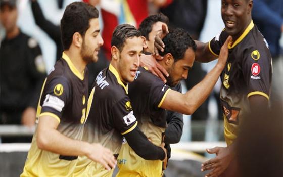 مصر اليوم - البنزرتي التونسي يضع قدمًا في دور المجموعتين بكأس الإتحاد