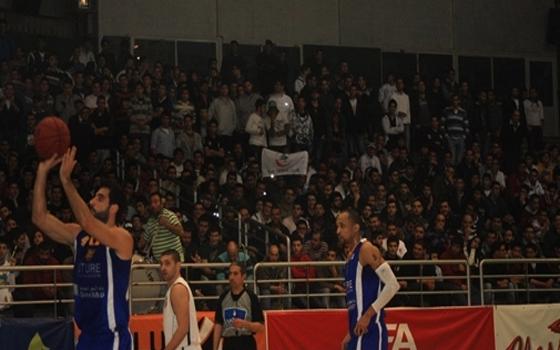 مصر اليوم - مصير اللاعبين الاجانب أزمة تضرب كرة السلة وجمهورها في لبنان