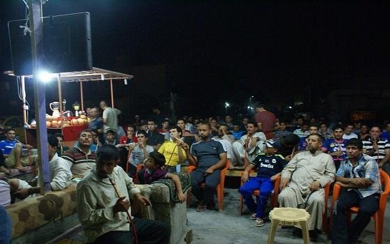 مصر اليوم - العراقيون يتابعون مباريات منتخبهم الشبابي في المقاهي العامة رغم المخاطر