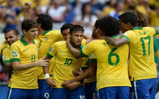 مصر اليوم - البرازيل على عرش القارات للمرة الرابعة بالفوز على الماتادور بثلاثية نظيفة