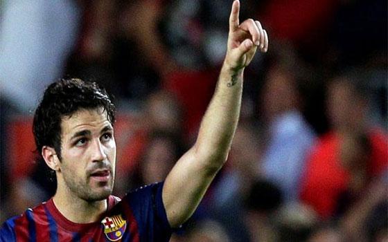 مصر اليوم - مانشستر يونايتد يعرض 52 مليون دولار لضم فابريغاس من برشلونة الإسباني