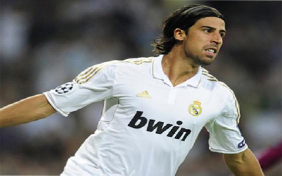مصر اليوم - مورينيو يسعى لحرمان ريال مدريد الأسباني من سامي خضيرة