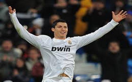 مصر اليوم - ريال مدريد الأسباني  يمدد عقد نجمه البرتغالي كريستيانو رونالدو حتى 2018