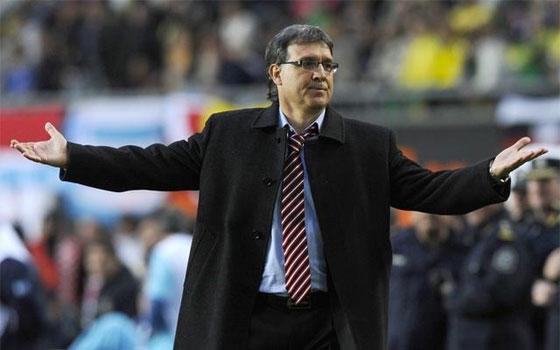 مصر اليوم - مارتينو مدرب برشلونة يؤجل حسم التعاقد مع قلب دفاع إلى كانون الثاني المقبل