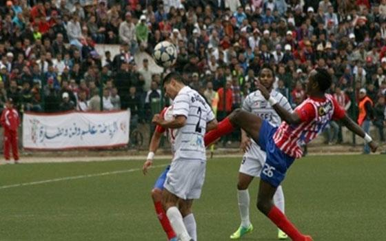 مصر اليوم - ديربي العاصمة يقص شريط الدوري المغربي لكرة القدم
