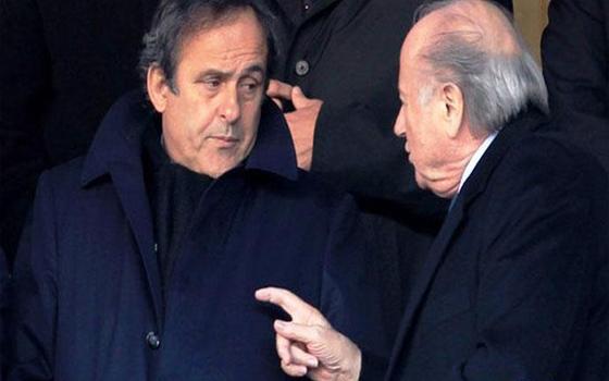 مصر اليوم - بلاتيني يتحدى بلاتر ويؤيد إقامة مونديال قطر 2022 في فصل الشتاء