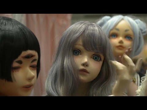 شاهد دمى حية تشارك في معرض طوكيو للفنون